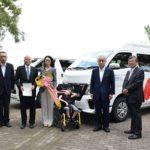 新潟県遊協と共同募金会が施設に移送車両を助成