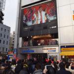 ニューギン、新橋駅前で「傾奇ライブ」開催