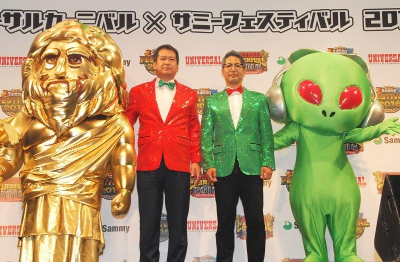 イベントに開演前には記者発表会が行われた。記者発表に臨んだユニバーサルエンターテインメントの長谷川室長(写真中央左)とサミーの星野常務(写真中央右)。