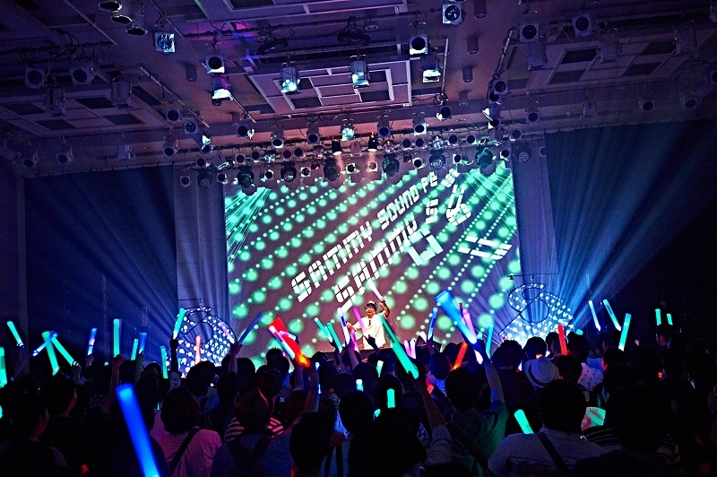ライブステージの模様。