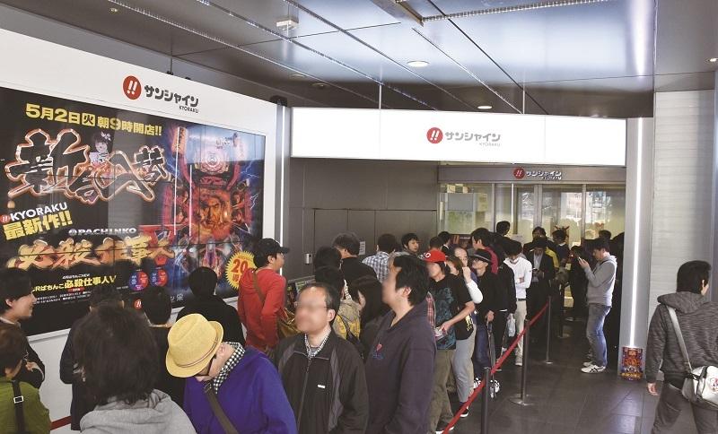 開店前には150人を超える列ができた。