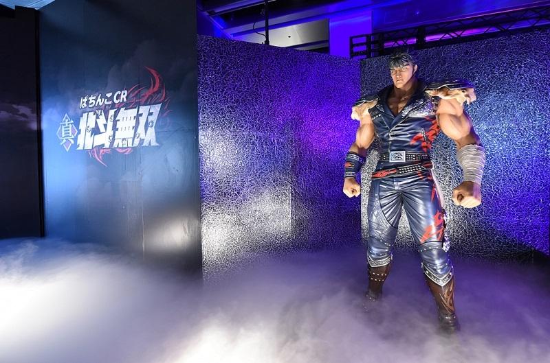 会場入り口には登場キャラクターのパネルやケンシロウの等身大のフィギュアを展示した。