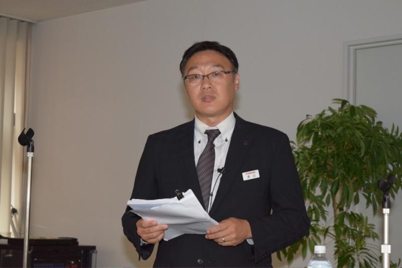 セミナー講師を務めたマース戦略データ(MSD)推進グループの澤田陽介マネージャー。客単価の減少を客数増加によってどう補い勝ち残っていくかをテーマに約1時間半にわたって講演した。
