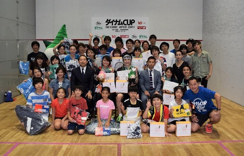 選手権のほかに子どもや初心者が参加できる試合もあり大勢の人が出場した今大会。最後は入賞者らで記念撮影を行った。