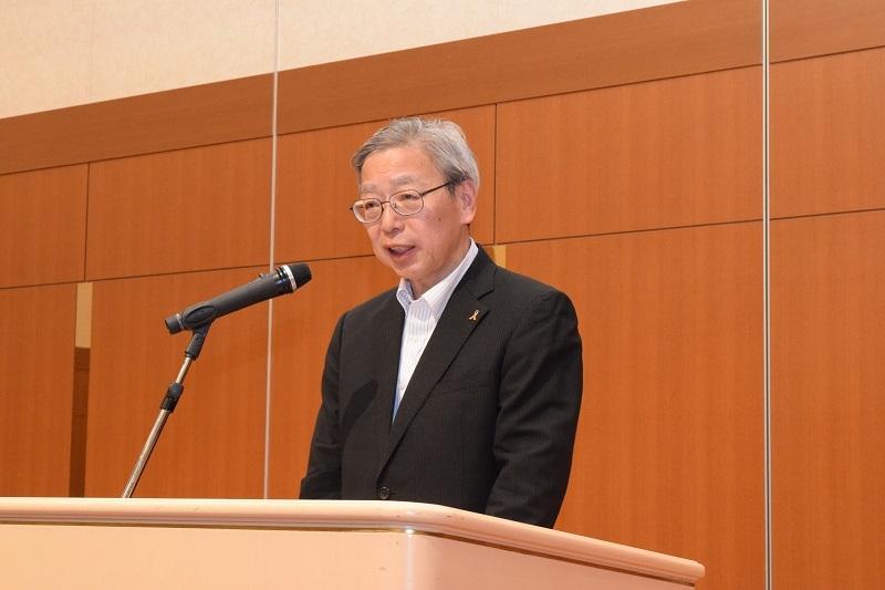 同総会で再任が決まった田中幸也理事長。