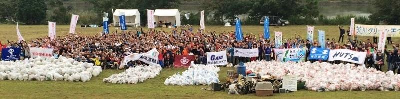 東京都・荒川河川敷の清掃ボランティアの模様。