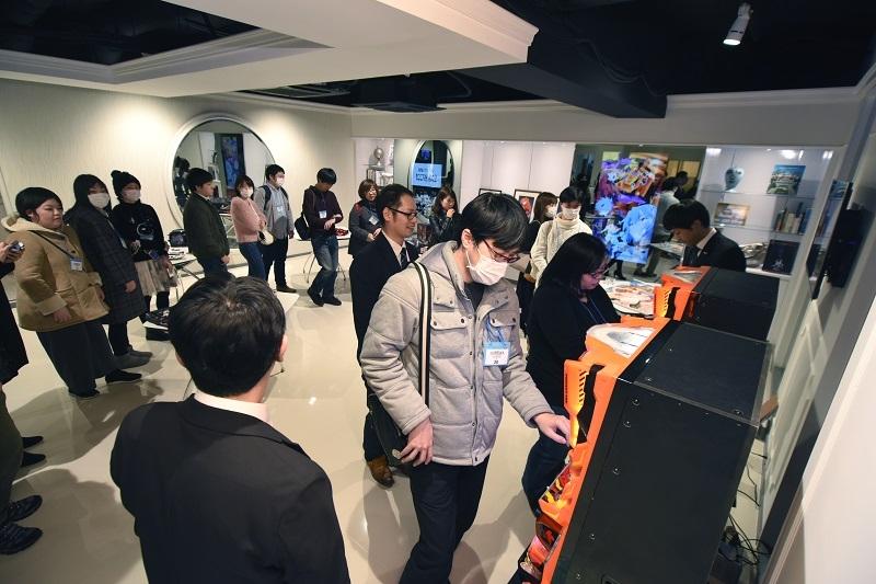 エントランスでは『EVANGELION 30φMODEL』を使用したゲームの他、エヴァンゲリオングッズの展示が行われた。