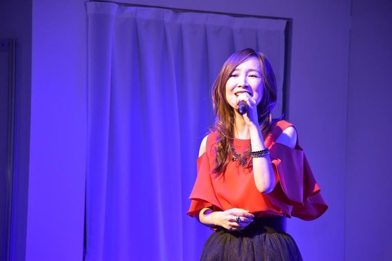 森口博子さんのライブでは同機に搭載された新曲などを披露。会場に熱狂的なファンなども詰め掛け超満員だった。