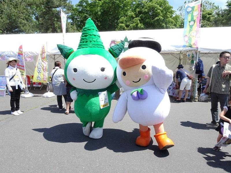 同イベント主催者のとまチョップ(右)とモリスケ(左)。