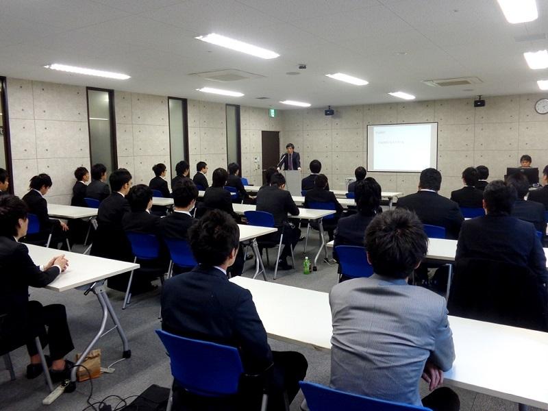名古屋校では約50人が卒業した。