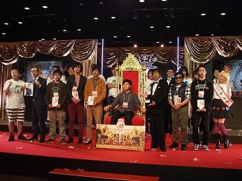 表彰後にファイナリストと出演者達で記念撮影を行った。