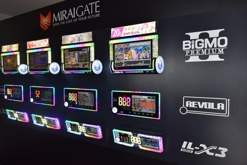 会場入口には昨年末にリリースした『BiGMO PREMIUM II』をはじめとした最新の台毎情報公開端末も展示した。