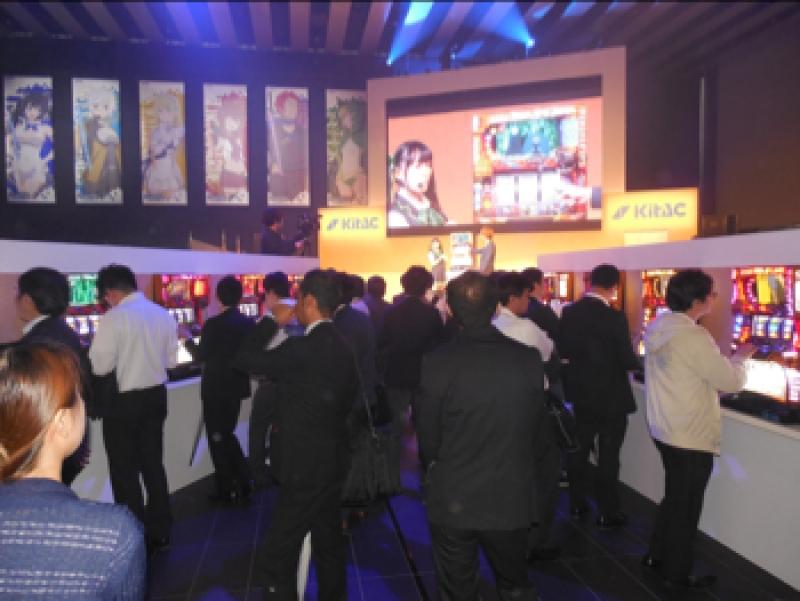 会場では豪華賞品が当たる抽選会も開催され、ホール関係者で賑わいをみせた。