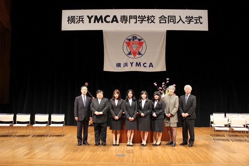 「神遊協・神福協奨学金」の第2期奨学生4名の入学式の様子。