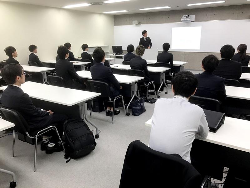 大阪校の入学オリエンテーションの模様。