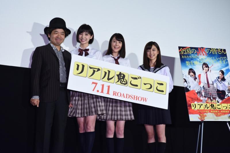 舞台挨拶に登壇した左より園子温監督、篠田麻里子さん、トリンドル玲奈さん、真野恵里菜さん