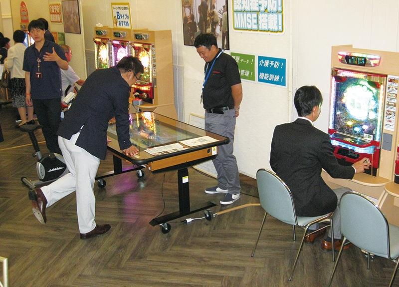 会場には『トレパチ!』、『トレパチ!テーブル』などが展示され、来場者の関心を引いていた。