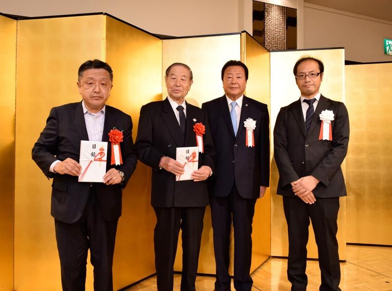 第六、第七ブロックでは、代表して浅草防犯協会と城東防犯協会に防犯資材の目録を贈呈した。