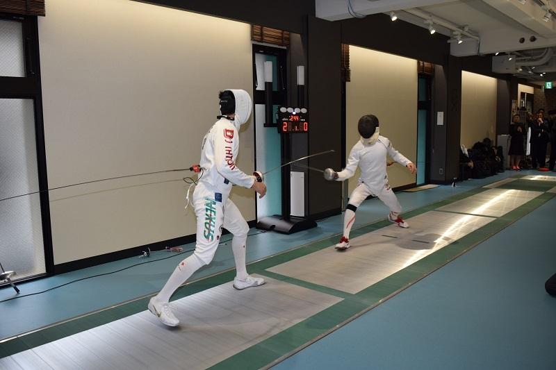 当日は同社所属のフェンシング日本代表・見延和靖選手らによる模範試合も行われた。