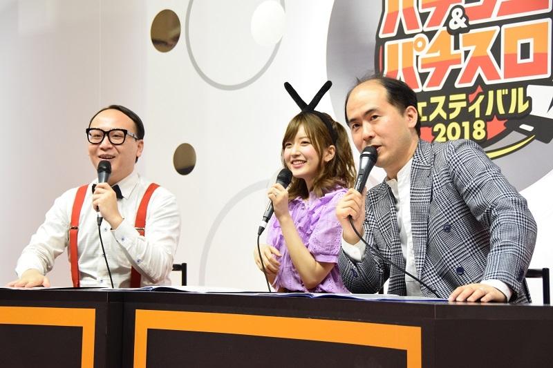 マルハンステージに登場したトレンディエンジェルさんと須藤凛々花さん。軽快なトークで会場を盛り上げた。