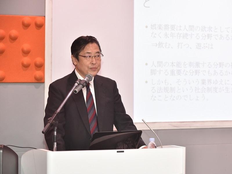第2部で講師を務めた(有)ジェネシスの高濱明人代表取締役。「人」「物」「金」「情報」の経営に関する4大要素の統合管理の必要性を強く訴えた。