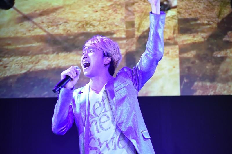 大西洋平さんはアップテンポな新楽曲「漢の喧嘩、美しく」を披露した。