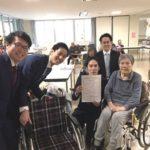 マルハン福祉施設へ車椅子5台を寄贈