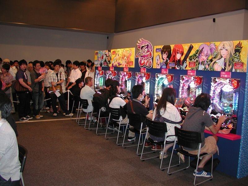B1F「CR銀河乙女スクエア」に設置された試打コーナー。参加者は一足早く同機の魅力を体感した。