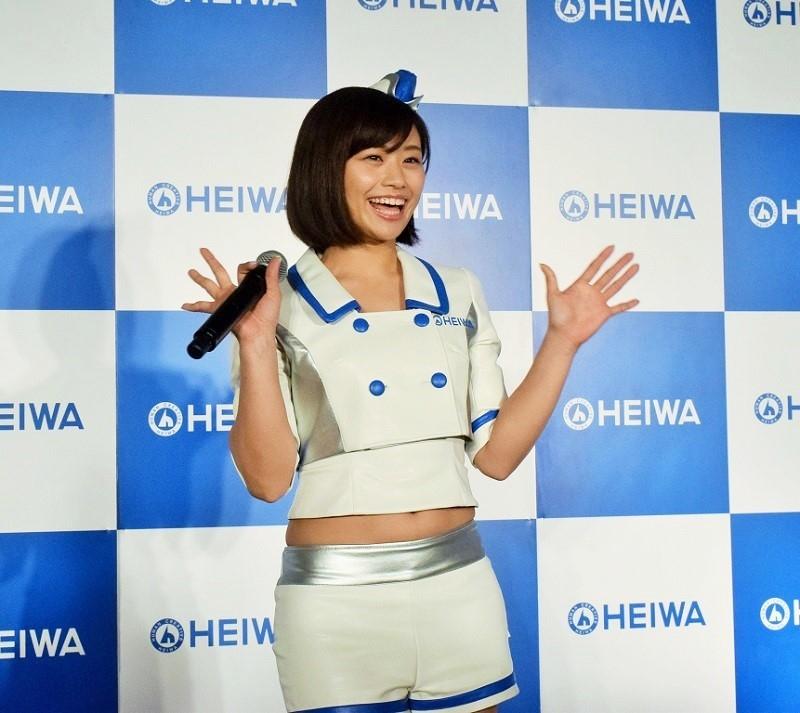 安枝瞳さん。1988年3月23日生まれ。大阪府出身。グラビア、モデル、タレント業もこなすキャンペーンガールのお姉さん的存在。