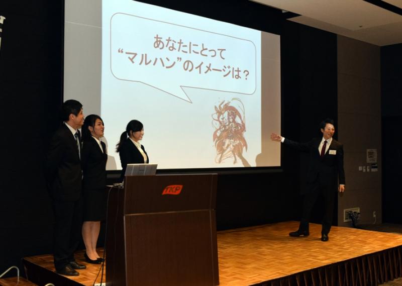 学生向けの企業説明会の内容を学生たちが考え、人を感化する力やプレゼン力を養った。