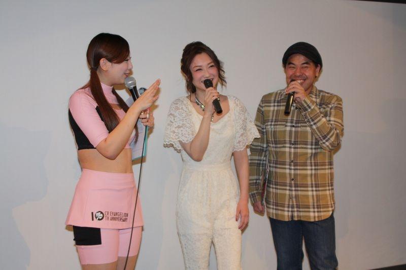 イベントの応援に駆け付けたコング誠さん(写真右)と吉田里深さん(同中央)。総勢17名のライターが各会場を盛り上げた。