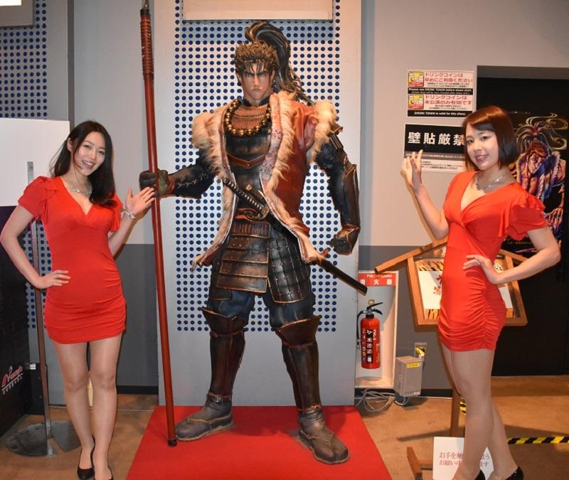 フォトパネル同様、フォトスポットイベントに登場した前田慶次の等身大フィギュア。