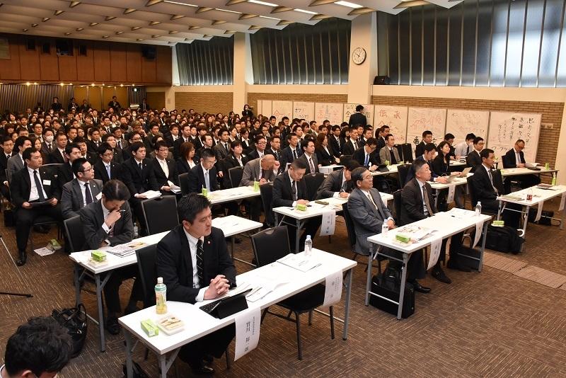 経営幹部と約290名の従業員が参加した。
