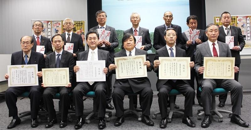 藤沢市など6市1町に第24回大相撲藤沢場所招待券を寄贈に伴う感謝状贈呈の模様。