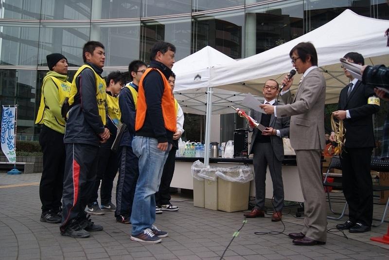 優勝したエース電研チーム(東久留米大会)。