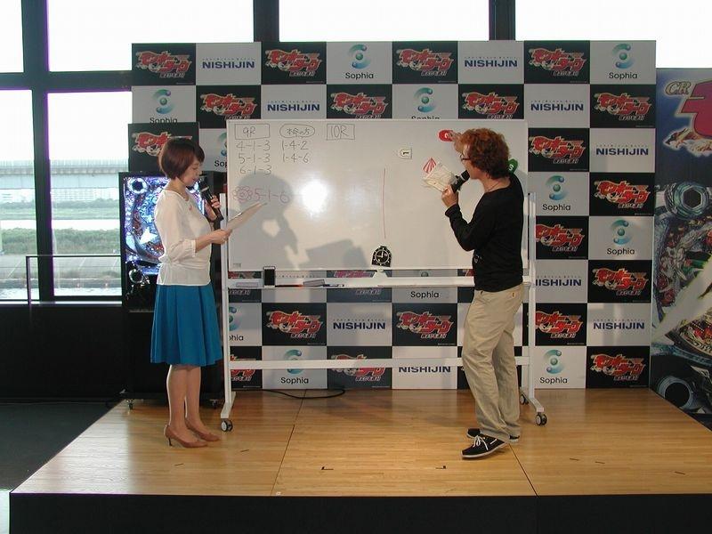 ボートレース江戸川の実際のレースを予想しながらボートレースの楽しみ方を学ぶ実践舟券講座も行われた。