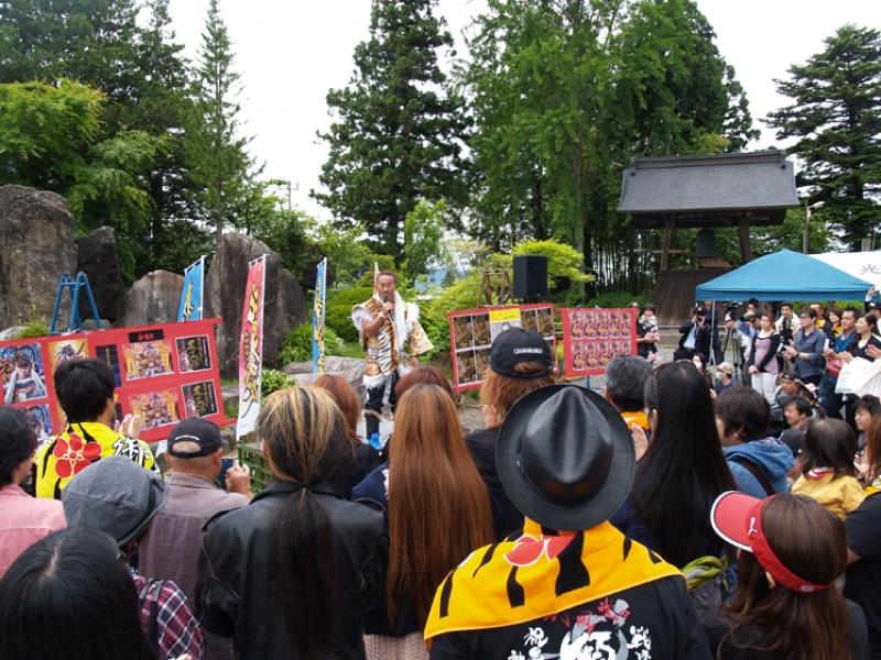 法要後に角田信朗氏は花の慶次シリーズの挿入歌4曲を熱唱。