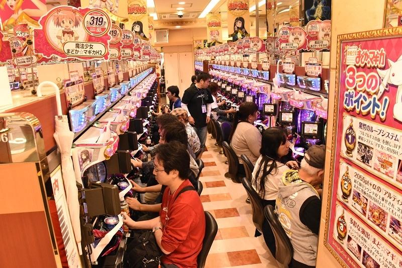 参加したファンの多くが『ぱちんこ魔法少女まどか☆マギカ』を実戦。並びで遊技したり、大当たりを共に喜んだりと、有意義な時間を過ごした。
