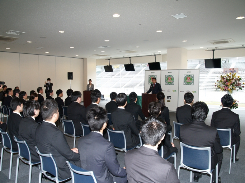 内定式では星野社長が「業界を変える挑戦」を求めた。