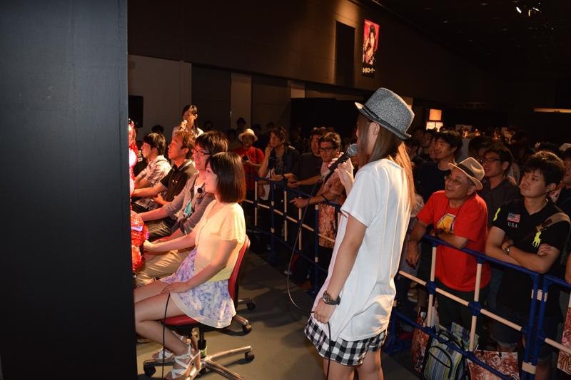 人気女性ライターと大当たりの早当てバトル大会も行った。