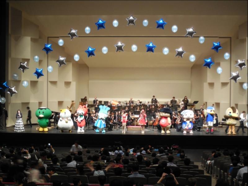 コンサートには県下のゆるキャラも集結した
