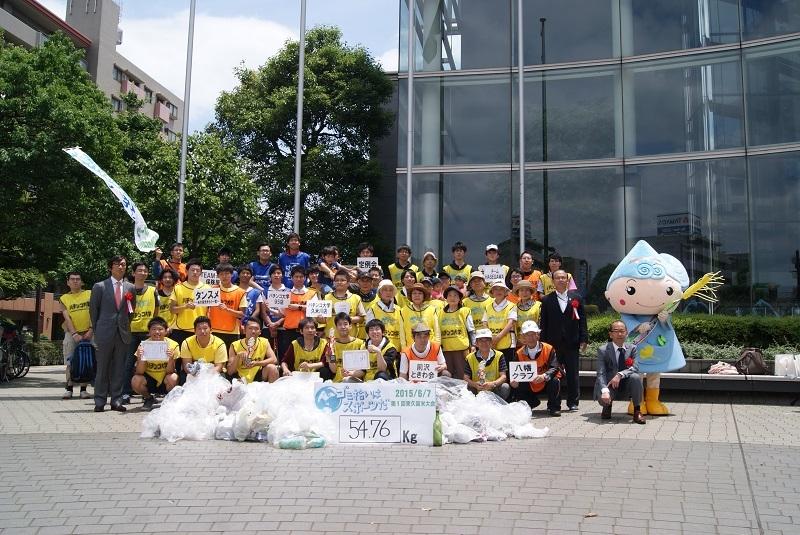 東久留米大会の記念撮影にはマスコットキャラクターの「るるめちゃん」も参加。