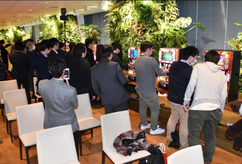 DMM本社で行われた発表会の模様。