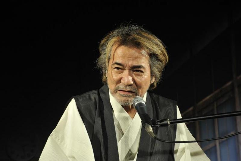 発表会の冒頭で怪談を披露する稲川淳二さん。