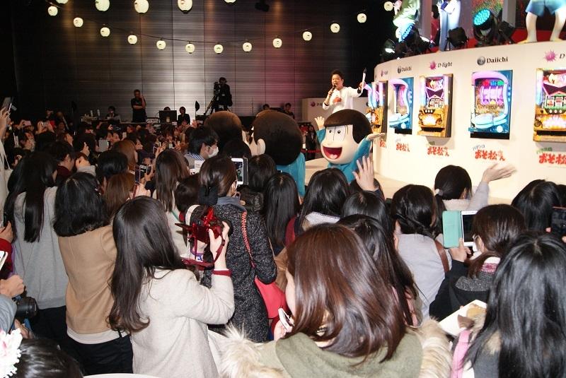 若い女性を中心に多くのファンが詰めかけた「おそ松さんの冬フェス」。