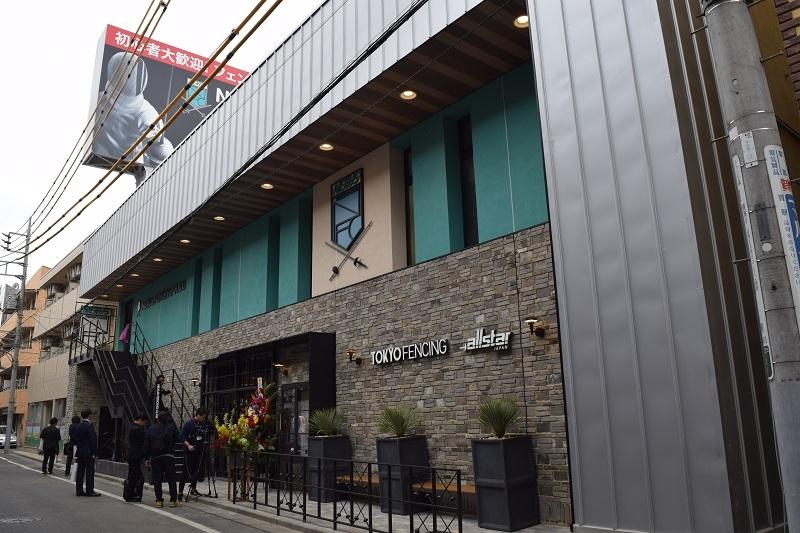 「NEXUSフェンシングクラブ」は西武池袋線・中村橋駅より徒歩3分の好立地条件下にある。