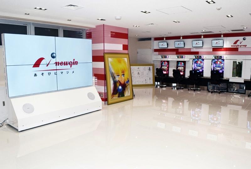 ショールームには大型スクリーンを設置、情報発信基地としての役割を担う。