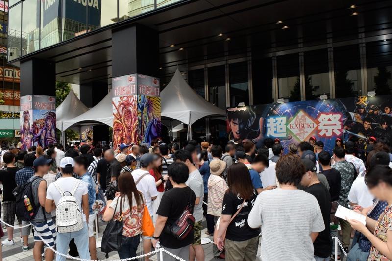 会場となった東京・ベルサール秋葉原には、過去最多の約5,000人が来場。傾奇ライブの整理券などを目当てに早朝から並んだファンもいた。