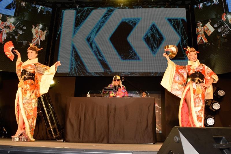 特別ゲストとして登場したDJ KOOさん。慶次の楽曲をクラブミュージックにアレンジし、熱いクラブシーンを演出した。