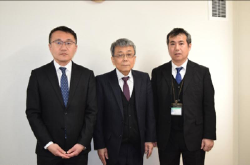 『わかば』の世話人を務める左から藤田俊博運営部長、田子雄治社長、加藤眞弘氏。田子社長は月20日ほど『わかば』に宿直するという。